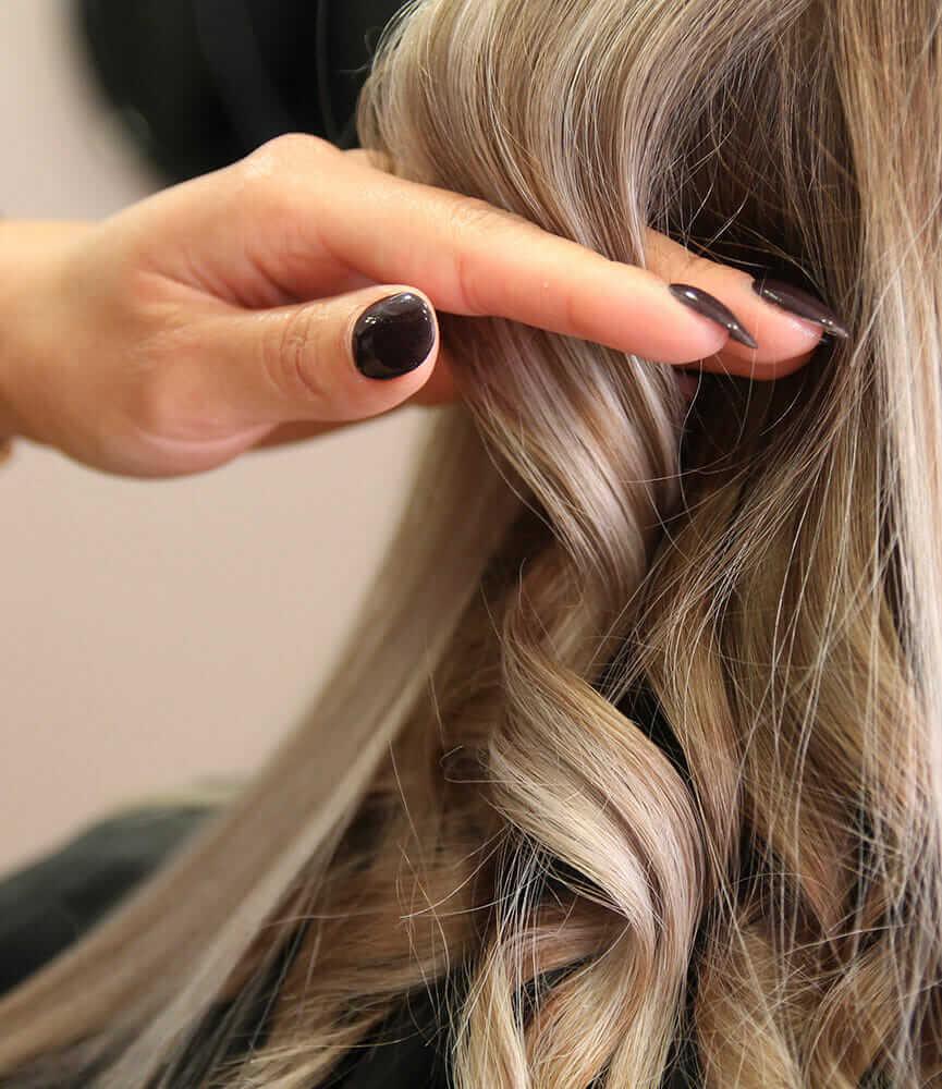 hairdresser-styling-models-hair-(4)