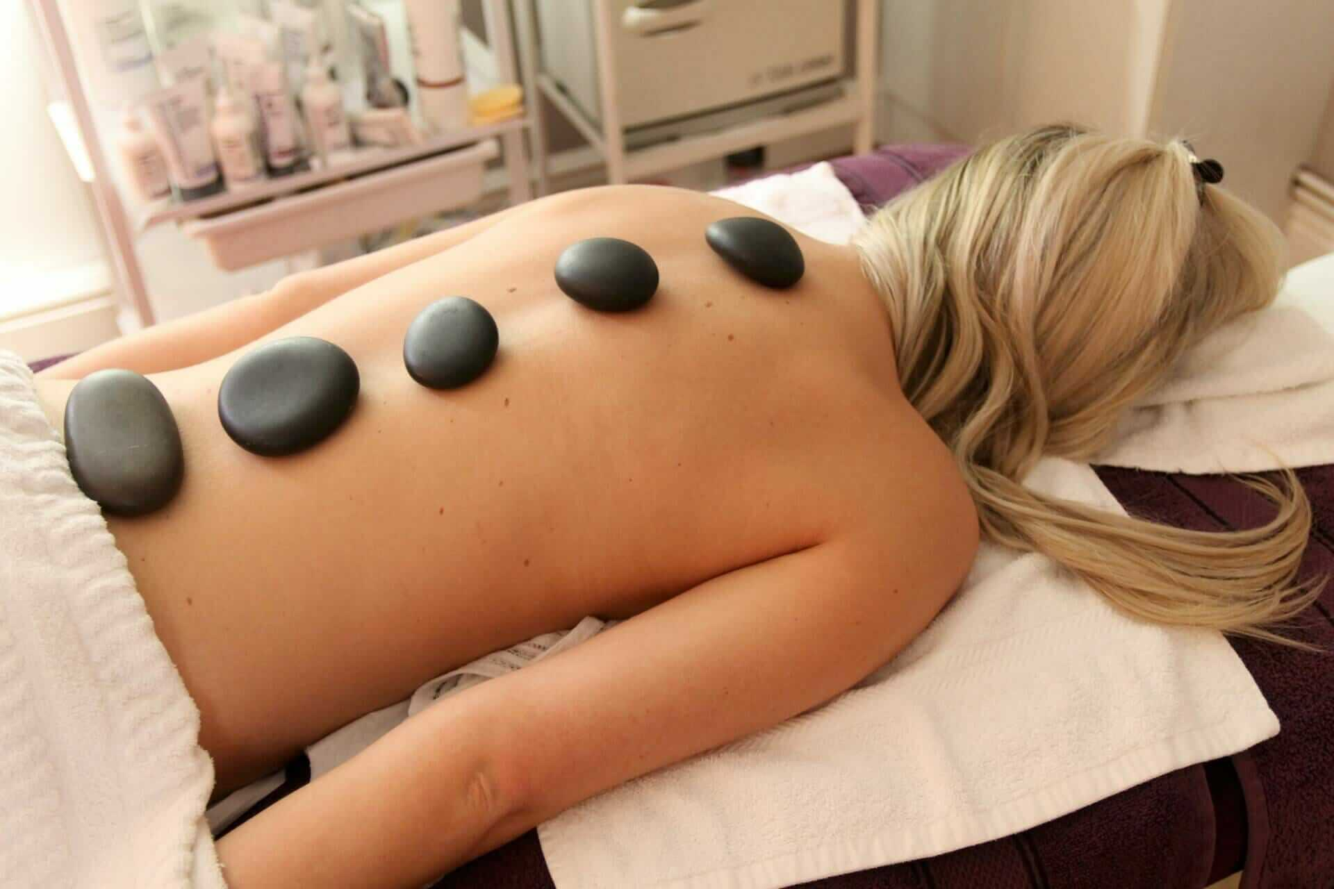 massage-using-hot-stones-holistic-treatment