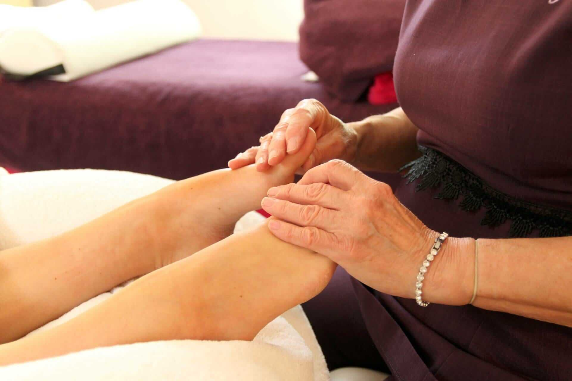 reflexology-treatment-on-feet